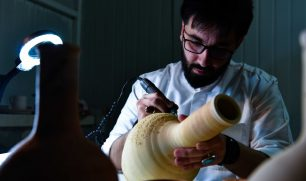 #النخبة| محمد شاه.. إبداع في تصميم النقوش الإسلامية على الفخار