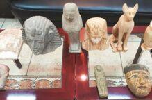 «الجمارك» تحبط محاولة تهريب آثار فرعونية مصرية مهربة في أمتعة شخصية وجارٍ اتخاذ الإجراءات القانونية