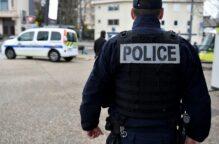الشرطة الفرنسية تقتل رجلاً عرض على تلاميذه رسوماً كاريكاتورية للنبي وحزّ رأس مدرس في ضواحي باريس