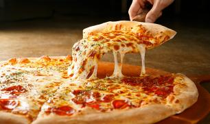 خبيرة تغذية عالمية: تناول البيتزا صباحا صحي