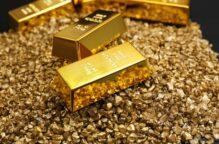 «الذهب» يتراجع مع تأثر الطلب على الملاذ الآمن