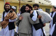 طالبان تعلن استعدادها عقد محادثات سلام بعد الإفراج عن عناصرها