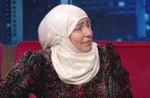 فنانة تبكي على الهواء : أمنيتي أن أمسح المسجد النبوي