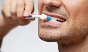 دراسة: غسل الأسنان ثلاث مرات يومياً يقلّل من خطورة الإصابة بالأزمات القلبية