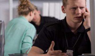 أمريكي يشتكي الشرطة لاستيلائها على مخدرات منه