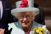 """""""إليزابيث"""".. ملكة التوفير: تستخدم أدوات مائدة """"مستعملة"""".. وتنام على مفارش """"نُص عمر"""""""