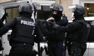 «المدعي العام»: الشرطة الفرنسية تطلق النار على رجل يشهر سكيناً ويكبّر