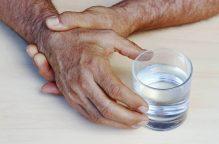 """دراسة: بكتريا الأمعاء تقاوم الإصابة بـ """"شلل الرعاش""""!"""